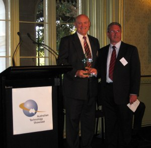 The Hon. Ian Macdonald MLC, Minister for State Development (left) presents the ATS award to Nuix.